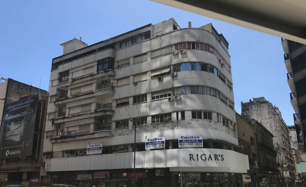 Av. Corrientes 821